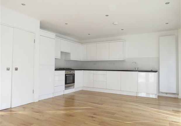 Thumbnail Property to rent in Crescent Wood Road, London
