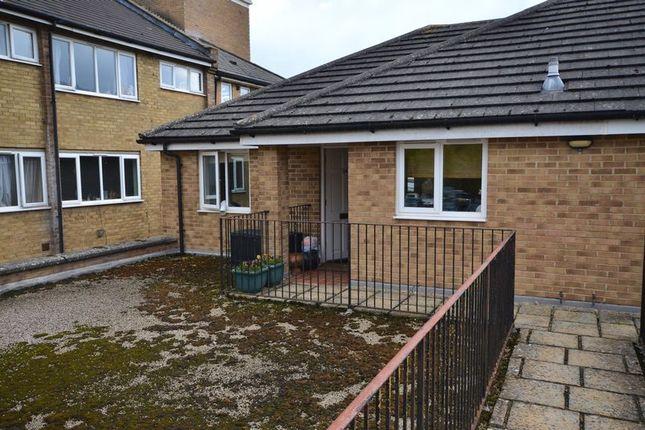Thumbnail Property to rent in Alvescot Road, Carterton