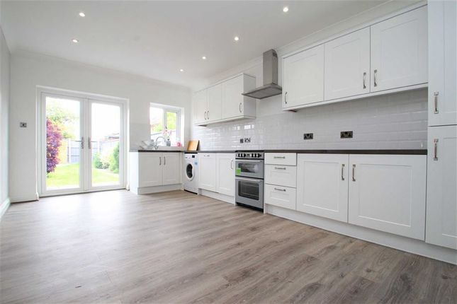2 bed terraced house to rent in Shaftesbury Road, Romford, Essex