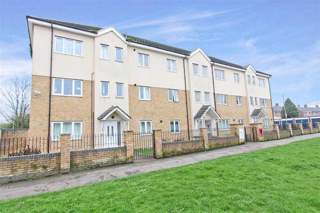 Thumbnail Flat for sale in Harvest Court, York Way, Watford