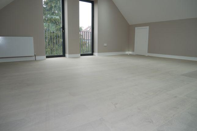 Flat to rent in Swakeleys Road, Uxbridge