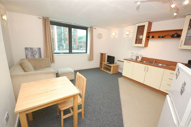 2 bed flat to rent in City Point 2, 36 Chapel Street, Salford