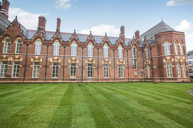 Thumbnail Flat for sale in Kingsway, Cheadle