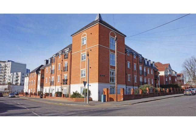 Thumbnail Flat for sale in Dolphin Approach, Romford