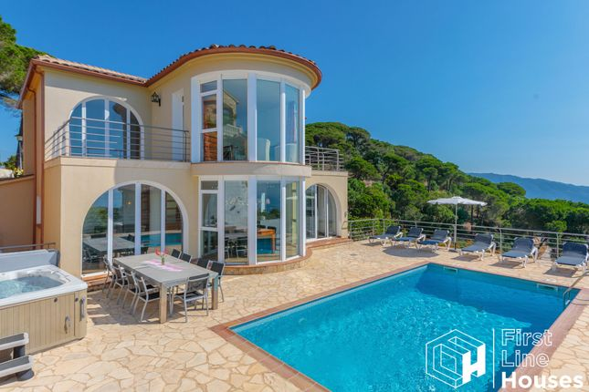 Thumbnail Villa for sale in Calle Romani 17, Lloret De Mar, Catalonia, Spain