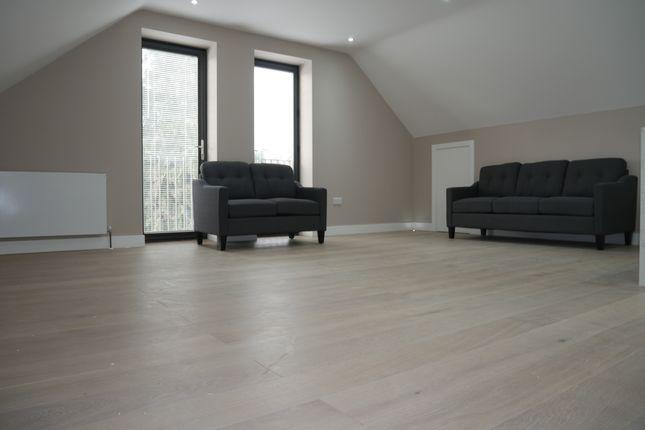 Flat to rent in 230 Swakeleys Road, Ickenham