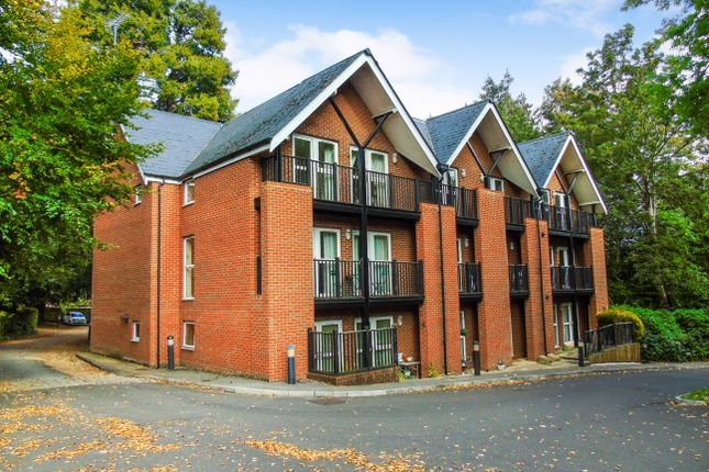 Thumbnail Flat to rent in St. Cross Road, Winchester