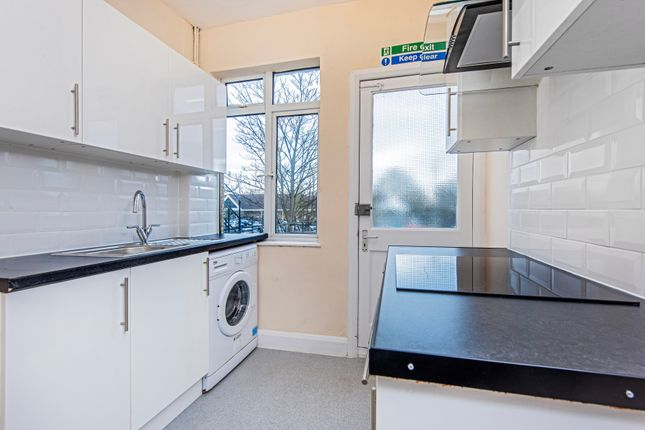 Thumbnail Flat to rent in Central Road, Worcester Park