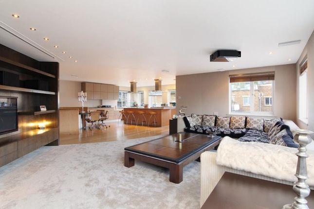 Thumbnail Flat for sale in Mendip Court, Chatfield Road, London