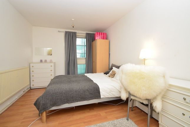 Thumbnail Shared accommodation to rent in Sandalwood Close Solebay Street, Mile End, Stepney Green, London