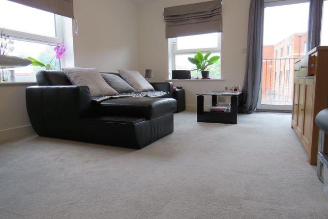 Thumbnail Flat to rent in Bridge Road East, Welwyn Garden City