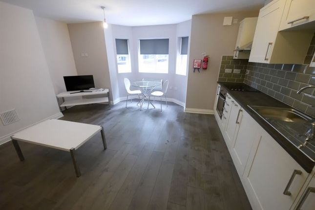2 bed flat to rent in Hanover Square, Leeds