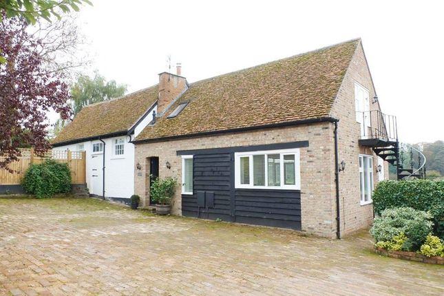 Thumbnail Barn conversion to rent in Piccotts End Road, Piccotts End, Hemel Hempstead