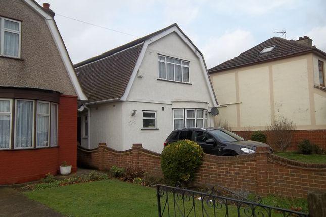 Thumbnail Flat to rent in Blacksmiths Lane, Rainham, Essex