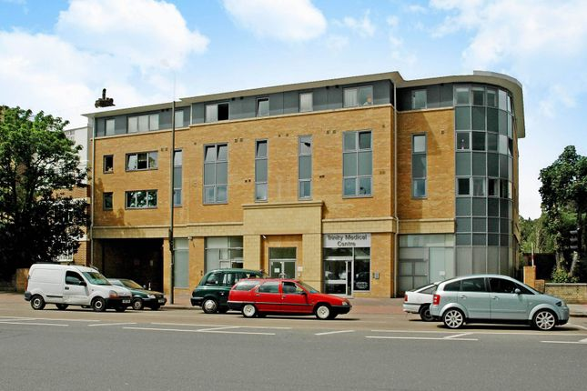 2 bed flat to rent in Balham High Road, Balham