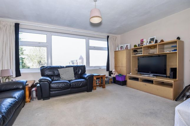 Thumbnail Flat for sale in Windfield, Leatherhead