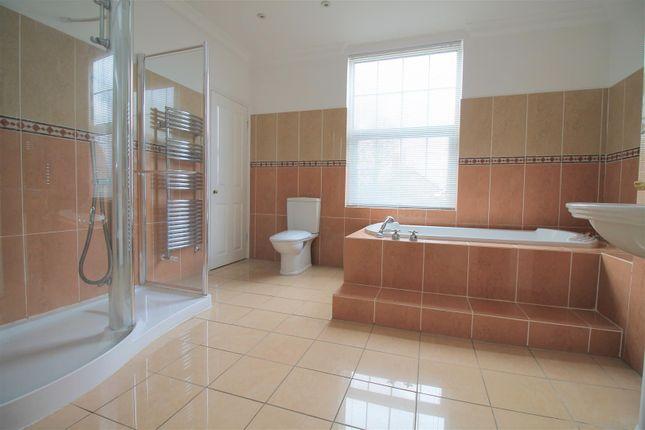Bathroom of Kings Barn Villas, Steyning BN44
