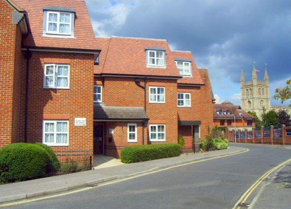 Thumbnail Flat to rent in Oddfellows Road, Newbury
