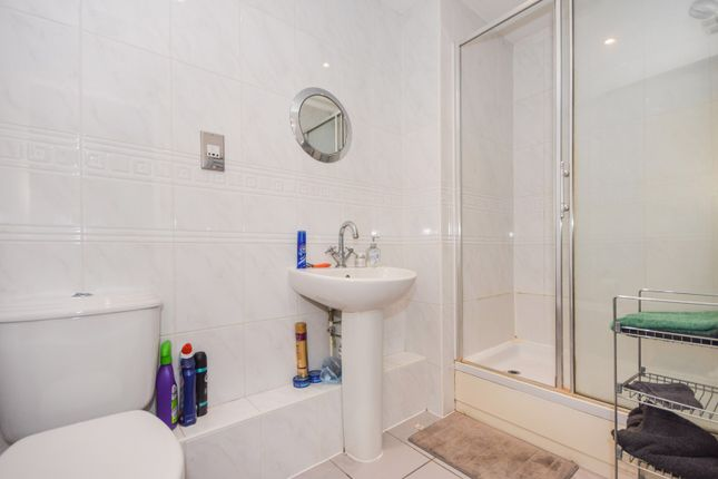 Ensuite of Victoria Court, New Street, Essex CM1