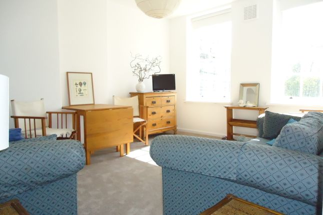 Flat to rent in Vicarage Crescent, By Battersea Square