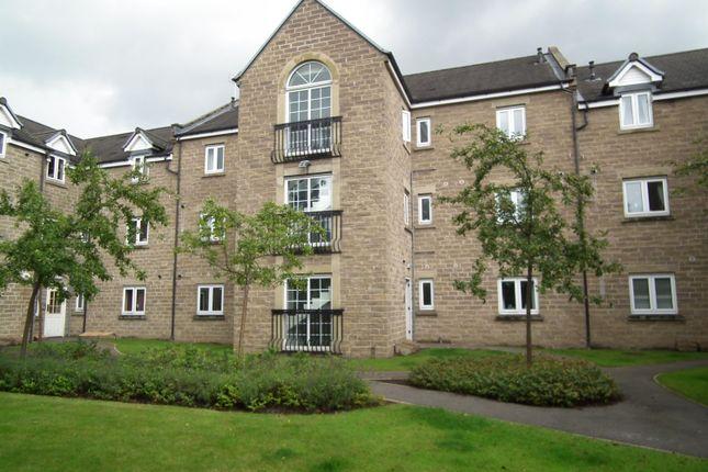 2 bed flat to rent in Pennythorne Drive, Yeadon, Leeds