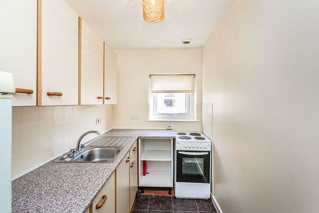 Thumbnail Flat to rent in Reads Avenue, Blackpool