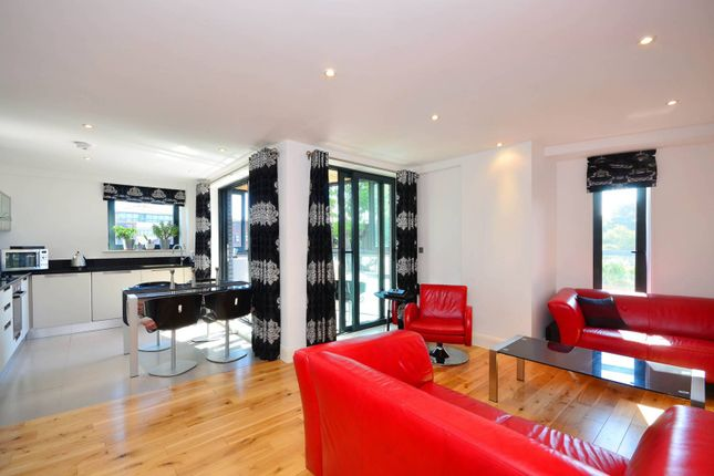 Thumbnail Flat to rent in Weston Street, Borough, London