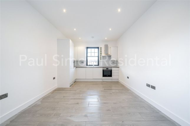 Thumbnail Flat for sale in Cleveland Gardens, Harringay, London