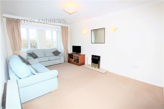 Thumbnail Flat to rent in Bampton Court, Blakesley Avenue, Ealing