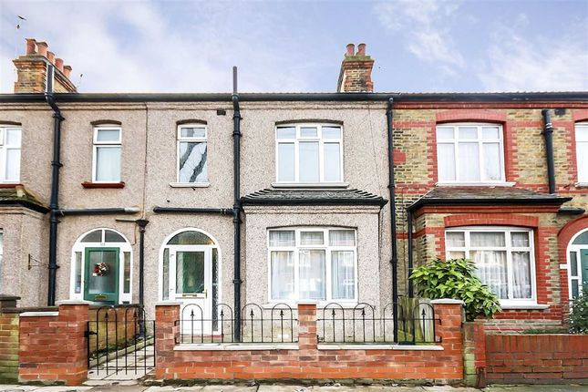 3 bed terraced house for sale in Manor Grove, Richmond
