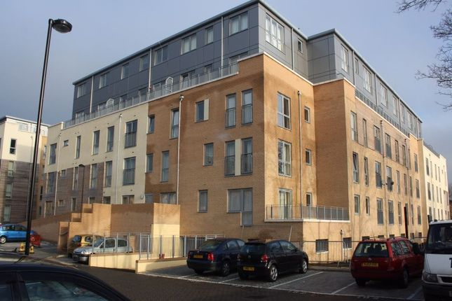 Thumbnail Flat to rent in Cameron Crescent, Edgware, Middlesex, UK