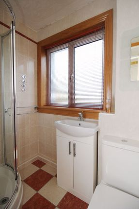 Shower Room of Caithness Place, Kirkcaldy KY1