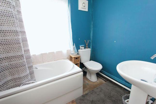 Bathroom of Ceiriog Close, Barry CF63