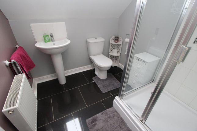 En Suite of Hall Leys Park, Kingswood, Hull, East Yorkshire HU7