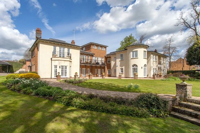 Thumbnail Flat to rent in Quoitings Gardens, Marlow, Buckinghamshire