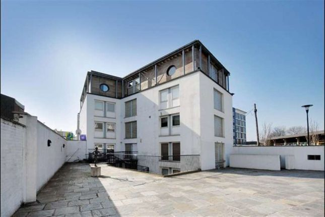 Thumbnail Flat to rent in Grasmere Road, London