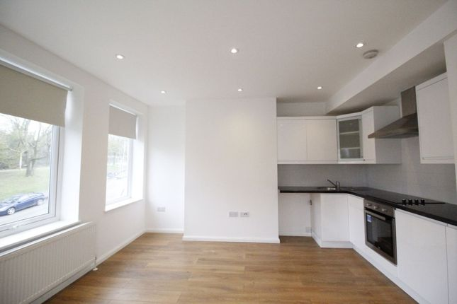 Thumbnail Flat to rent in Windsor Drive, Chelsfield, Orpington