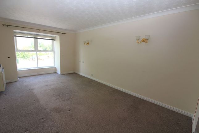 Lounge of Spiceball Park Road, Banbury OX16