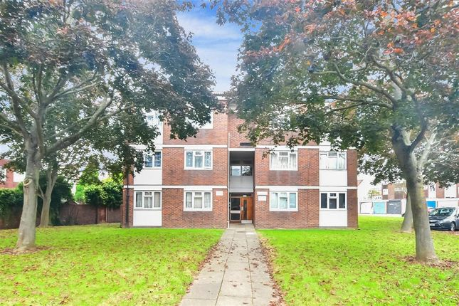 1 bed flat for sale in Haldon Close, Chigwell, Essex IG7