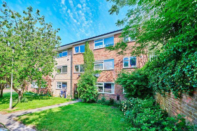 2 bed flat for sale in Aysgarth Close, Harpenden, Hertfordshire AL5