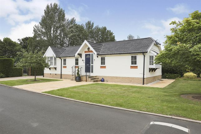Thumbnail Mobile/park home for sale in Harbury Lane, Heathcote, Warwick