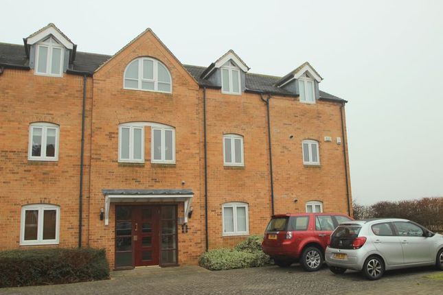 Thumbnail Flat for sale in West Park Close, Stratford-Upon-Avon