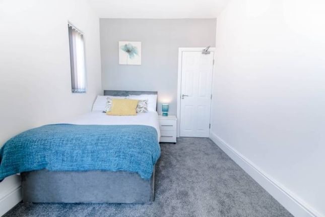 Thumbnail Shared accommodation to rent in Taunton Avenue, Corby