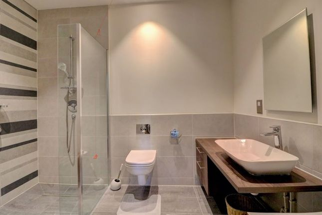 En-Suite of Redfields Lane, Church Crookham, Fleet GU52