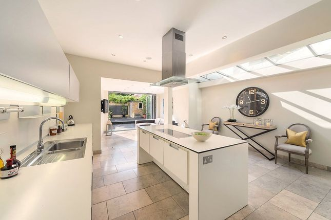 Thumbnail Terraced house for sale in Hurlingham Road, London