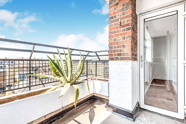 Thumbnail Flat for sale in Queens Row, London