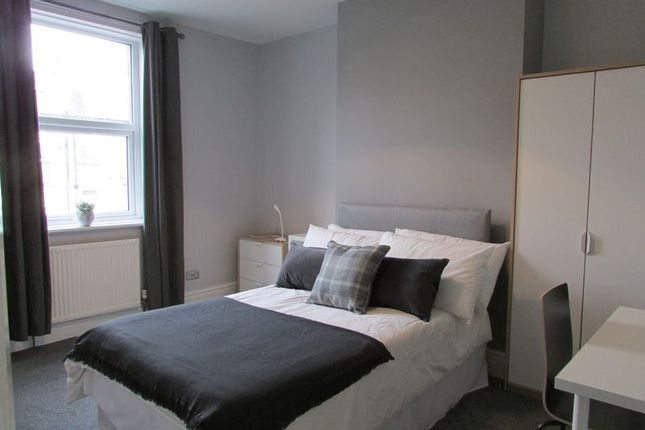 Thumbnail Shared accommodation to rent in Armitage Road, Birkby, Huddersfield
