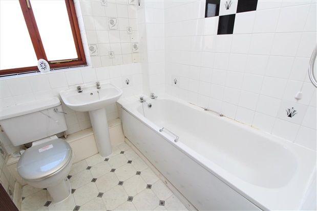 Bathroom of Croasdale Drive, Thornton Cleveleys FY5