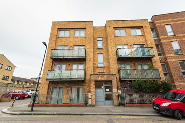 Thumbnail Flat for sale in Moselle Place, London