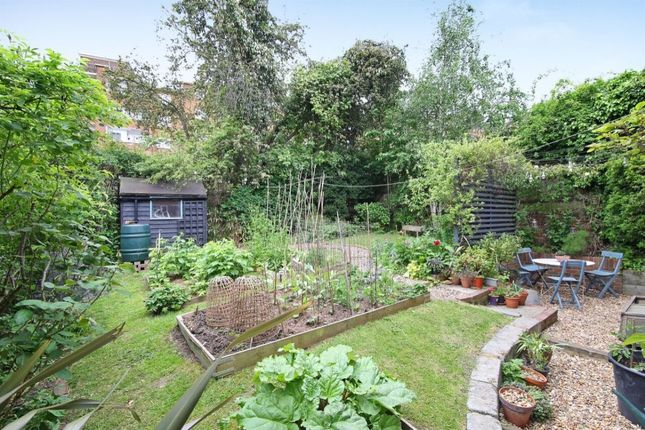 Thumbnail Flat for sale in Dylways, Camberwell, London